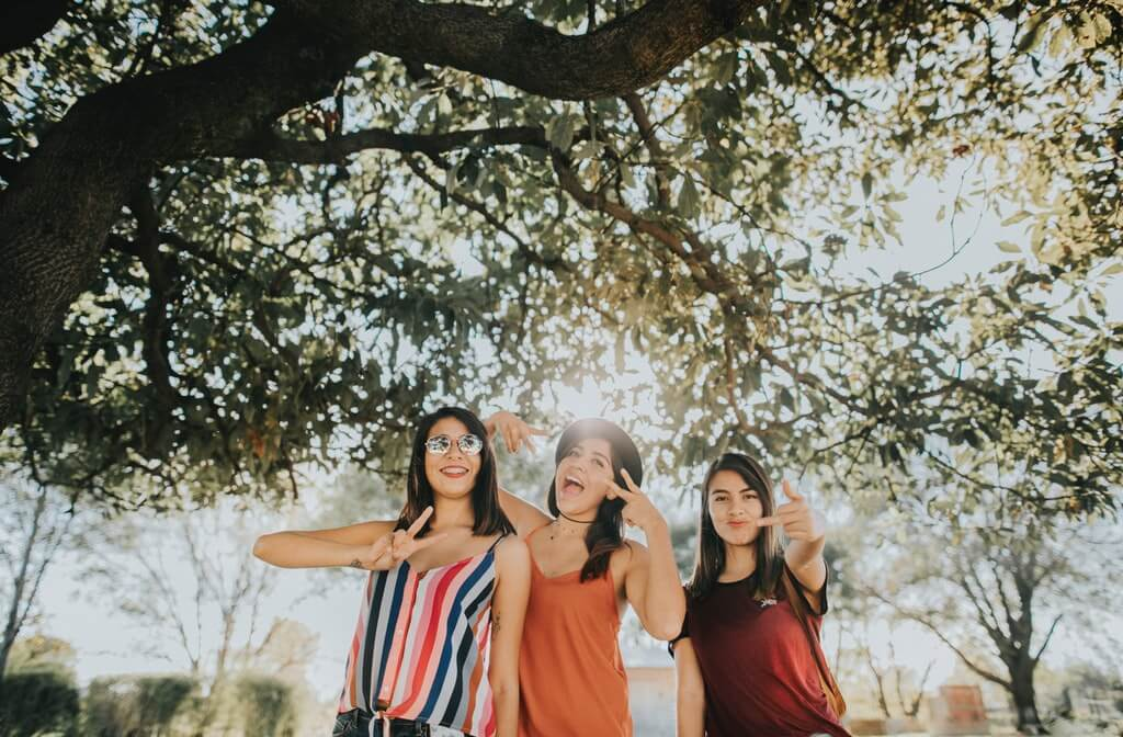An image of three female friends hanging smiling, is weed addictive, can you get addicted to weed, am i addicted to weed, addicted to weed, marijuana addiction treatment, marijuana addiction